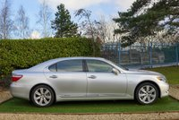 USED 2009 59 LEXUS LS 5.0 600H L 4d 445 BHP EVERY CONCEIVABLE EXTRA FULL SERVICE HISTORY WITH LEXUS SERVICE JUST COMPLETED AND HYBRID CHECK PASS WITH 12 MONTH WARRANTY FROM LEXUS