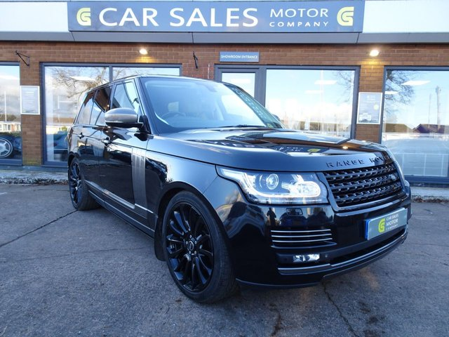 """USED 2015 64 LAND ROVER RANGE ROVER 4.4 SDV8 AUTOBIOGRAPHY 5d 339 BHP OVER £10K OF FACTORY FITTED OPTIONAL EXTRAS, SAT NAV, 29 SPEAKER MERIDAN SOUND SYTEM, TV, REAR ENTERTAINEMT, FRIDGE, LEATHER HEADLINING, ELECTRIC DEPLOYABLE SIDE STEPS, 22"""" GLOSS BLACK ALLOYS, PRIVACY GLASS, PANORAMIC SUNROOF TOO MUCH TO LIST THIS 4X4 HAS IT ALL, JUST HAD A MAJOR SERVICE AND NEW AIR COMPRESSOR, HPI CLEAR"""