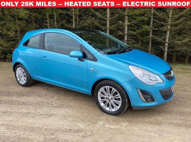 USED 2012 12 VAUXHALL CORSA 1.4 SE 3d 98 BHP SUPER LOW MILEAGE -- ELECTRIC SUNROOF -- HEATED SEATS