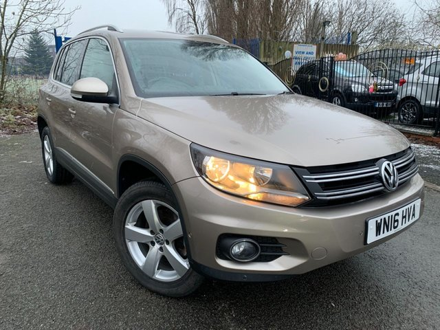 """USED 2016 16 VOLKSWAGEN TIGUAN 2.0 ESCAPE TDI BLUE TECH 4MOTION 5d 148BHP 2 KEYS+4X4+FSH+1 OWNER+CRUISE+17""""ALLOYS+BLUETOOTH+DYNAMIC CHASSIS CONTROL+NAVIGATION+USB+COLOUR SCREEN MIRROR+PARK ASSIST FRONT & REAR+TOW BAR+PRIVACY GLASS+CLIMATE+PARKING SENSORS+DAB+AUX+"""