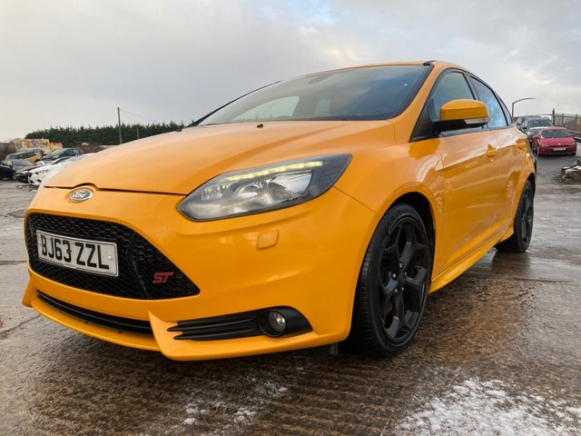 USED 2013 63 FORD FOCUS 2.0 ST-3 5d 247 BHP FULL LEATHER+CLIMATE+CRUISE+HISTORY+ALLOYS+SPOILER+MEDIA+ELECS+BLUETOOTH+SPECIAL RARE COLOUR+