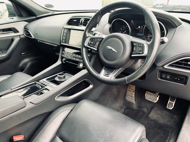 USED 2017 67 JAGUAR F-PACE 2.0 R-SPORT AWD 5d 178 BHP PANORAMIC GLASS ROOF - SPEED LIMIT RECOGNITION - LANE DEPARTURE WARNING - FULL SERVICE HISTORY - 12 MONTH MOT - DRIVER MEMORY SEATS