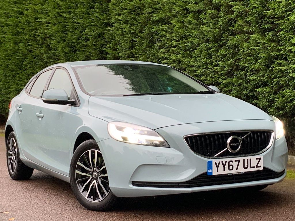 USED 2017 67 VOLVO V40 2.0 T2 MOMENTUM 5d 120 BHP LOW MILES+LIKE NEW