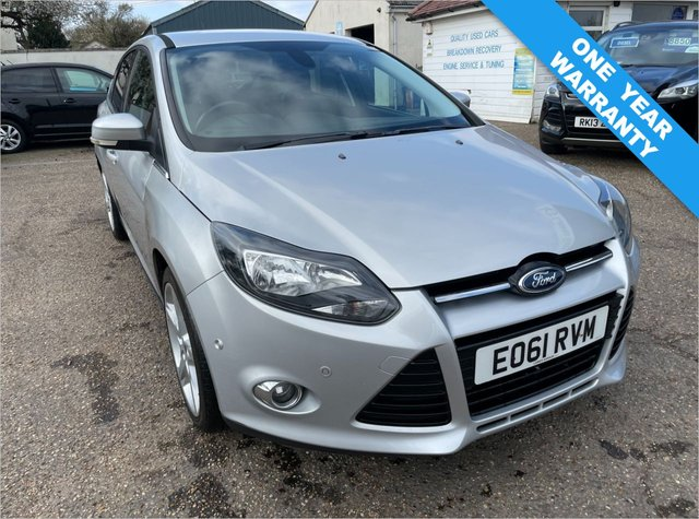 USED 2011 61 FORD FOCUS 1.6 TITANIUM 5d 124 BHP ONE YEAR WARRANTY INCLUDED / FULL HISTORY WITH 8 STAMPS IN THE SERVICE BOOK / SAT NAV / KEY LESS ENTRY