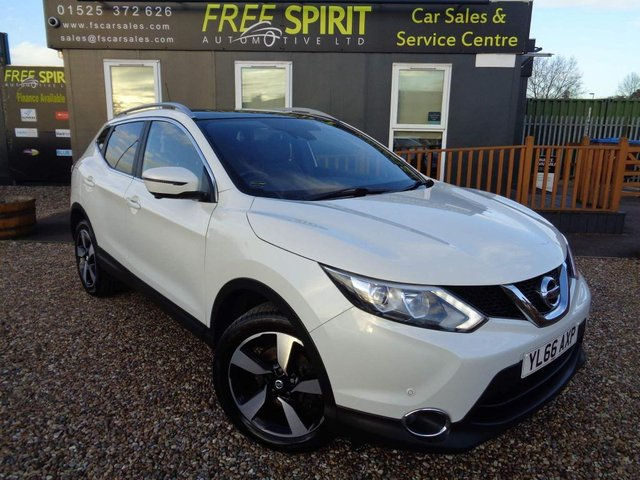 USED 2017 66 NISSAN QASHQAI 1.2 DIG-T N-Vision 5dr (18in Alloys) Nav, Pan Roof, Rear Cam