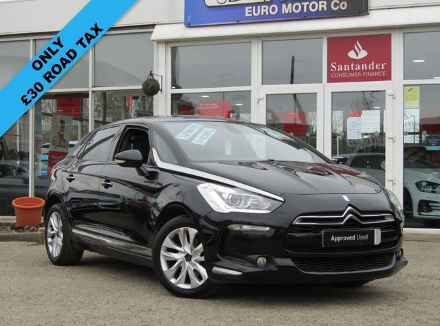 USED 2013 63 CITROEN DS5 1.6 E-HDI AIRDREAM DSTYLE EGS 5d 115 BHP Finished in PERLA NERA BLACK with contrasting PART LEATHER trim. The DS5 is one of the most striking cars on the road today andcertainly one of the most fashionable. This is an economical and easy to drive family car. Features include £30 Road Tax, Sat Nav, Panoramic Sunroof, Rear View Camera, DAB, Park Sensors, Blue Tooth and much more. Dealer serviaced at 12829 miles, 16949 miles, 32378 miles, 39988 miles, 58491 miles and recently at 77236 miles. MOT due 27/10/2021.