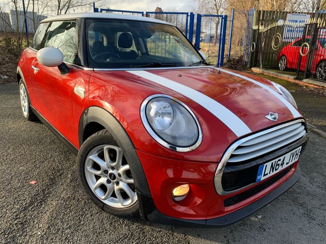 USED 2014 64 MINI HATCH COOPER 1.5 COOPER 3d 134 BHP CHILLI PACK 2 KEYS+1 OWNER FROM NEW+MEDIA+£20 ROAD TAX+ALLOYS+CHILI PACK+USB+CLIMATE CONTROL+HALF LEATHER TRIM+BLUETOOTH+WHITE ROOF WITH WHITE STRIPES TO BONNET+AUX+DAB+