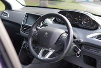 USED 2018 18 PEUGEOT 208 1.2 S/S SIGNATURE 5d 82 BHP One Owner Two Peugeot Services @11k and 18k with Invoices , Andriod Auto Car Play, Air Conditioning, USB Port, Two Keys