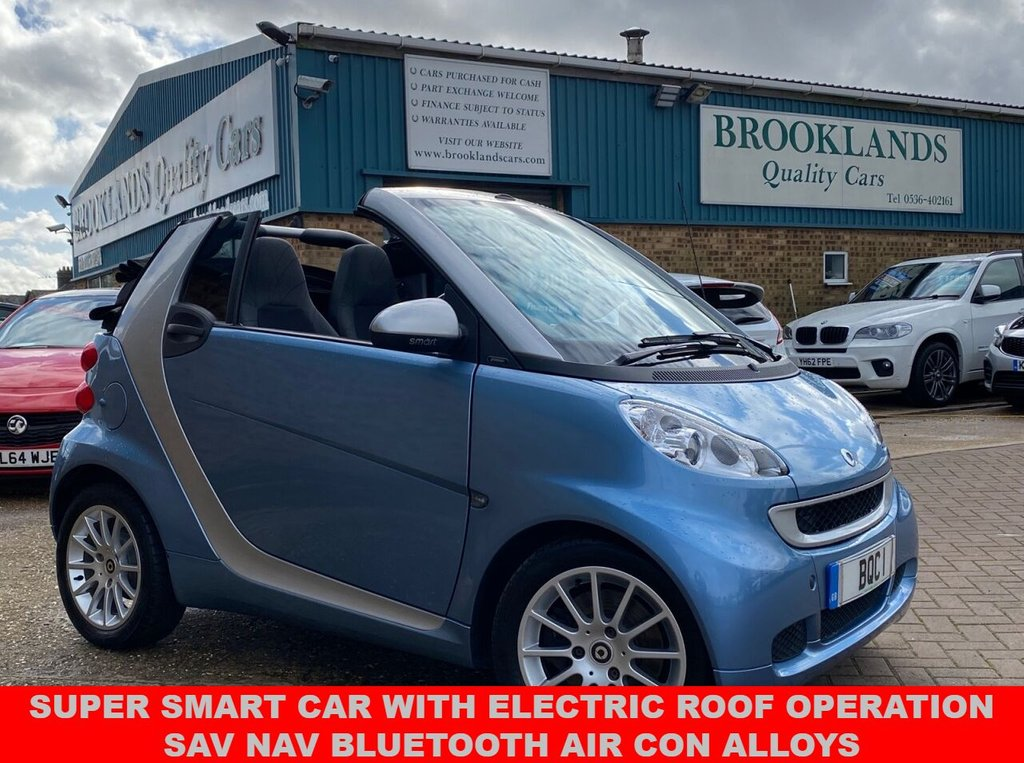 USED 2011 11 SMART FORTWO CABRIO 1.0 PASSION MHD Blue Met with Silver 61846 FSH 71 BHP SUPER SMART CAR WITH ELECTRIC ROOF OPERATION SAV NAV BLUETOOTH AIR CON ALLOYS