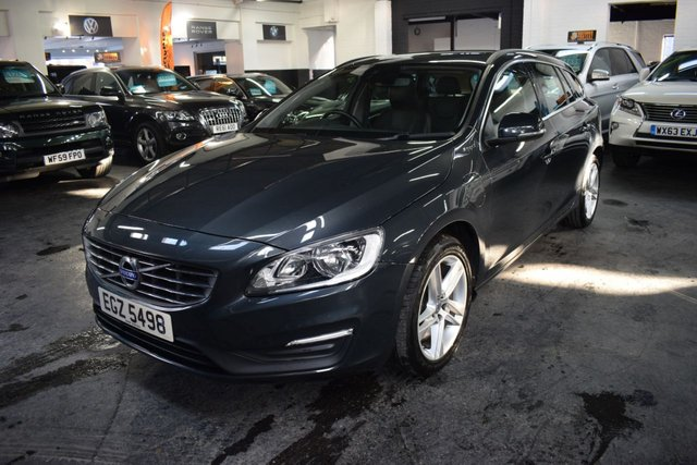 USED 2017 VOLVO V60 2.4 D5 TWIN ENGINE SE NAV 5d 231 BHP AWD 4X4 STUNNING LOW MILEAGE EXAMPLE - £0 TAX - ULEZ COMPLIANT - ONE OWNER - 4X4 - 6 STAMPS TO 45K - LEATHER - NAV - HEATED SEATS -