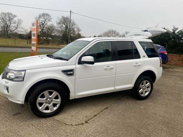 USED 2013 63 LAND ROVER FREELANDER 2.2 TD4 GS AUTOMATIC WHITE/BLACK LEATHER