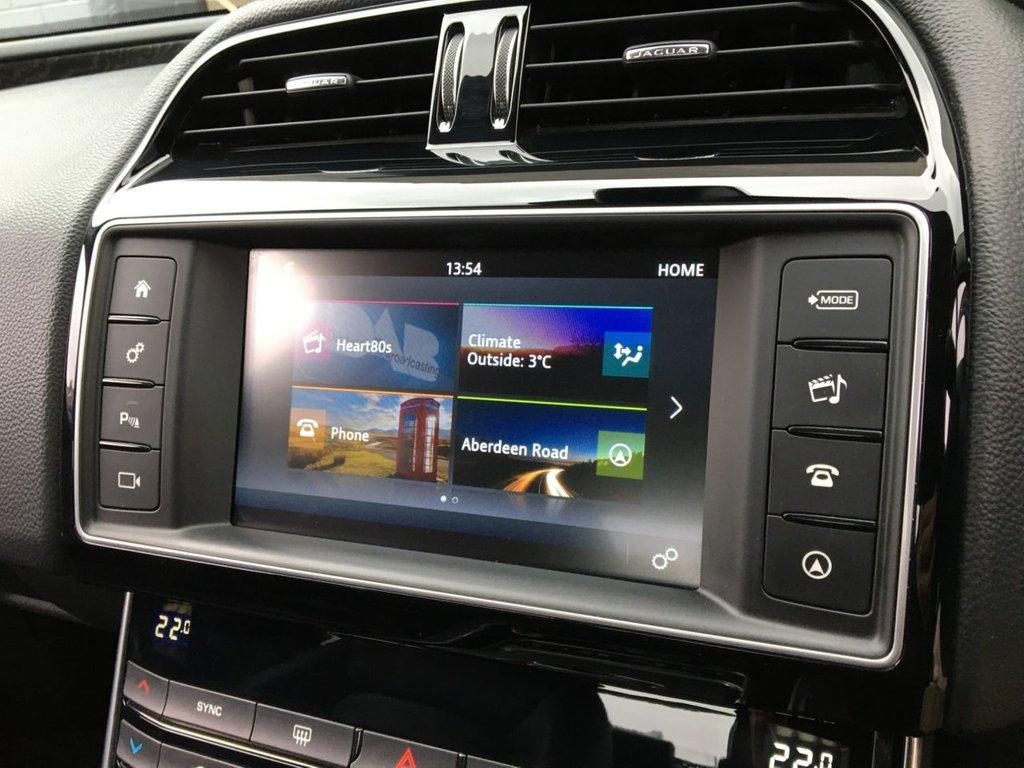USED 2016 65 JAGUAR XE 2.0 PRESTIGE 4d 161 BHP