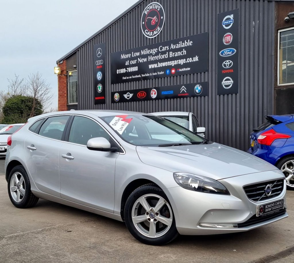 USED 2015 15 VOLVO V40 2.0 T2 SE 5D 120 BHP One Lady Owner - 10,897 Miles - Full Volvo History