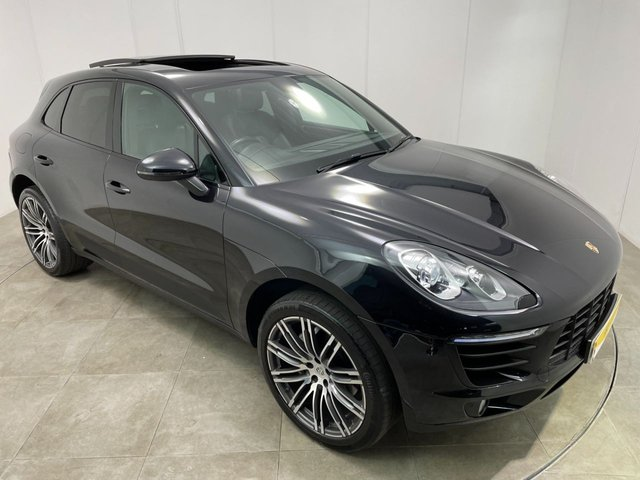 PORSCHE MACAN at Peter Scott Cars