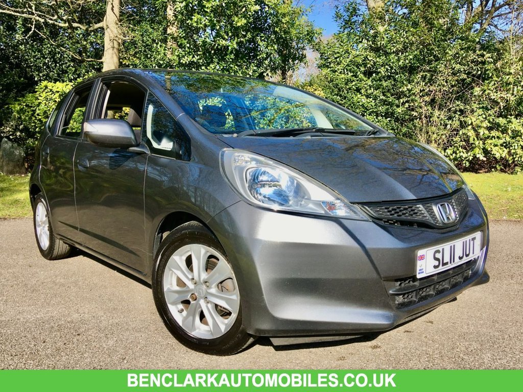 USED 2011 11 HONDA JAZZ 1.3 I-VTEC ES 5d AUTO 98 BHP ONLY 28,000 MILES/ X8 SERVICE STAMPS ''1 OWNER ,BEAUTIFULLY KEPT INSIDE AND OUT, LAST SERVICED @ 25,191 MILES