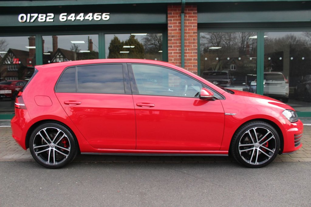 USED 2017 17 VOLKSWAGEN GOLF 2.0 GTD 5d 181 BHP