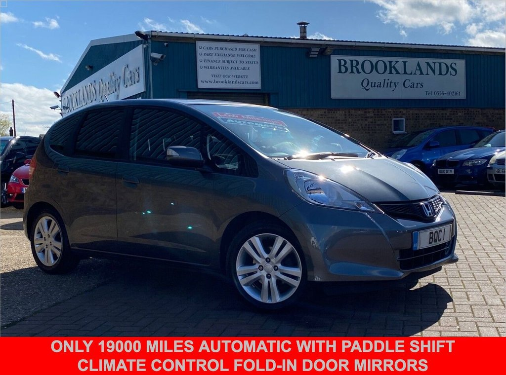 USED 2014 14 HONDA JAZZ 1.3 I-VTEC ES PLUS AUTOMATIC 5 DOOR POLISHED METAL METALLIC 99 BHP  Only 19000 miles AUTOMATIC with Paddle Shift Climate Control Fold-in Door Mirrors
