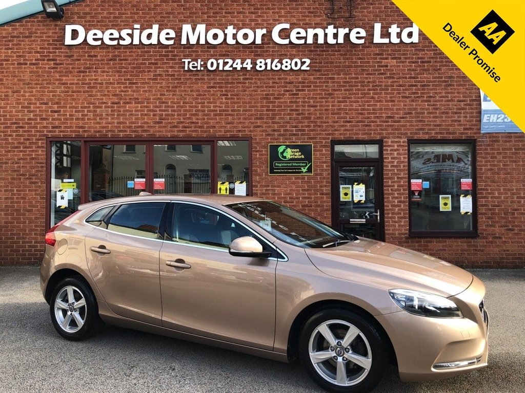 USED 2013 13 VOLVO V40 1.6 D2 SE 5d 113 BHP Bluetooth  :  Partial leather upholstery  :  Isofix fittings    :    Air-conditioning    :    Cruise control/Speed limiter    :    Auto headlights    : Volvo City Safety system   :   Rear parking sensors