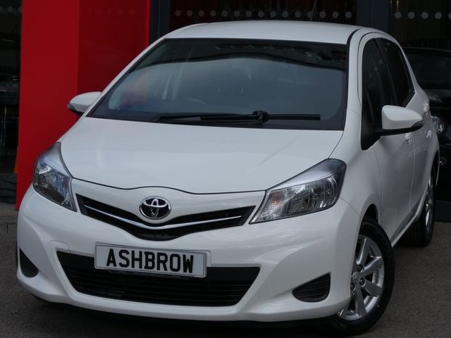 USED 2012 61 TOYOTA YARIS 1.4 D-4D TR 5d 89 BHP £20 TAX, SAT NAV, REVERSE CAMERA, BLUETOOTH PHONE W/ AUDIO STREAMING (W/ ANNOUNCE INCOMING MESSAGES FEATURE), USB + AUX INPUTS, 15 IN 8 SPOKE ALLOY WHEELS, LEATHER MULTI FUNCTION STEERING WHEEL, CD DRIVE, ELECTRIC FRONT WINDOWS, ELECTRIC ADJUSTABLE DOOR MIRRORS, TRIP INFO DISPLAY, REV COUNTER, AIR CONDITIONING, SPACE SAVER SPARE WHEEL.
