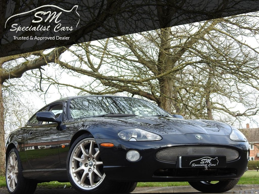 USED 2004 54 JAGUAR XKR 4.2 XKR COUPE 2d 400 BHP ONLY 38K FROM NEW HUGE SPEC AC