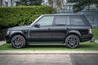 USED 2011 11 LAND ROVER RANGE ROVER 4.4 TDV8 VOGUE SE 5d 313 BHP A GENUINE TWO OWNER CAR WITH A FULL OVERFINCH CONVERSION WITH EVERY CONCEIVABLE EXTRA REAR ENTERTAINMENT FULL QUILTED LEATHER HEADLINING AND SEATING THE VERY HEIGHT OF LUXURY AND OPULENCE FURTHER COMPLIMENTED WITH A FULL SERVICE HISTORY