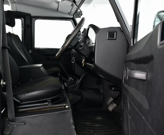 USED 2013 63 LAND ROVER DEFENDER 110 2.2 D DPF County Utility Station Wagon 5dr **£29,995 + VAT = £35,994**