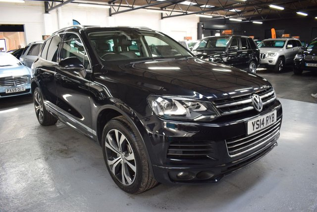 USED 2014 14 VOLKSWAGEN TOUAREG 3.0 V6 R-LINE TDI BLUEMOTION TECHNOLOGY 5d 242 BHP STUNNING CONDITION - R LINE - 6 SERVICE STAMPS TO 65K - LEATHER - NAV - GLASS PANROOF - POWERBOOT - 20 INCH ALLOYS - HETAED SEATS