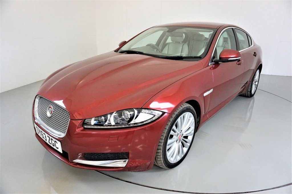 USED 2013 63 JAGUAR XF 3.0 D V6 PORTFOLIO 4d-HEATED AND COOLED FRONT SEATS-LEATHER SEATS-MERIDIAN SOUND-BLUETOOTH-CRUISE CONTROL-SATNAV-REVERSE CAMERA-CLIMATE CONTROL