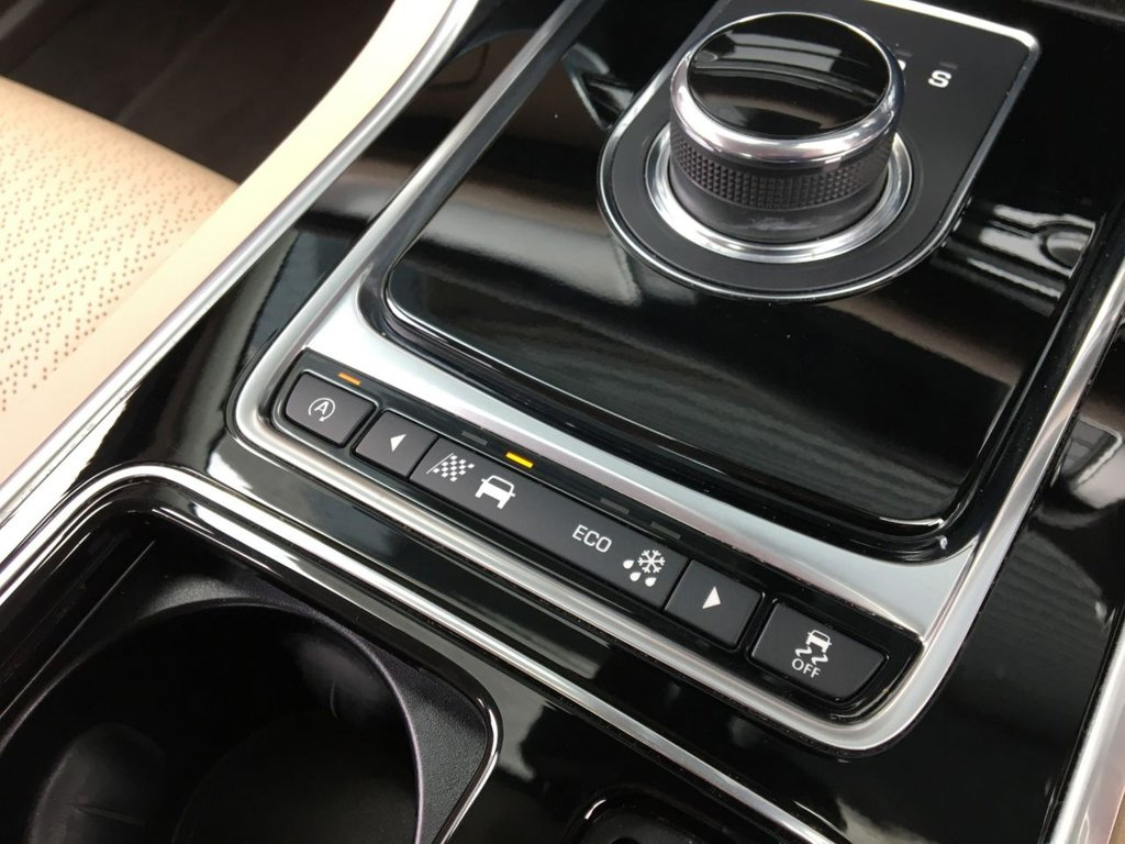 USED 2018 18 JAGUAR XF 2.0 D PRESTIGE AWD 4d 177 BHP