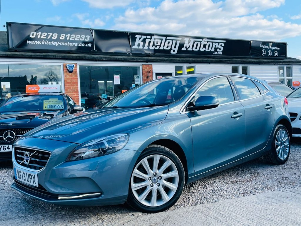 USED 2013 13 VOLVO V40 2.0 D3 SE LUX 5d 148 BHP SATELLITE NAVIGATION