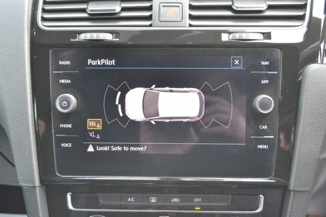 USED 2018 18 VOLKSWAGEN GOLF 2.0 R-LINE TDI BLUEMOTION TECHNOLOGY 5d 148 BHP ~ SAT NAV SAT NAV ~ MEDIA ~ PRIVACY GLASS ~ FULL VW HISTORY