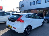 USED 2019 69 VOLVO V40 2.0 T2 MOMENTUM EDITION 5d 121 BHP