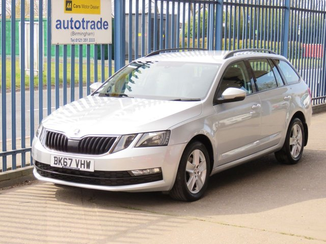 USED 2017 67 SKODA OCTAVIA 1.6 SE TDI 5d 114 BHP. APPLE CAR PLAY-ANDROID AUTO-1 OWNER-SERVICE HSITORY Apple Car Play/Android Auto -Roof Rails-Alloy Wheels-DAB-Cruise