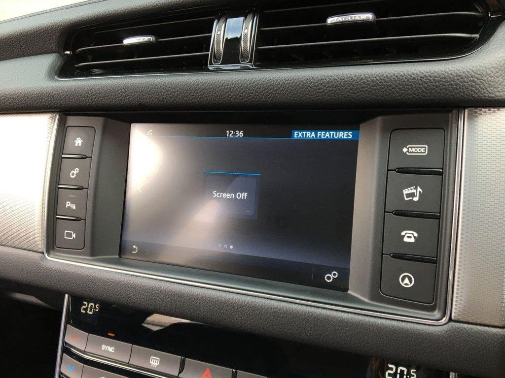 USED 2018 18 JAGUAR XF 2.0 D PRESTIGE 5d 177 BHP