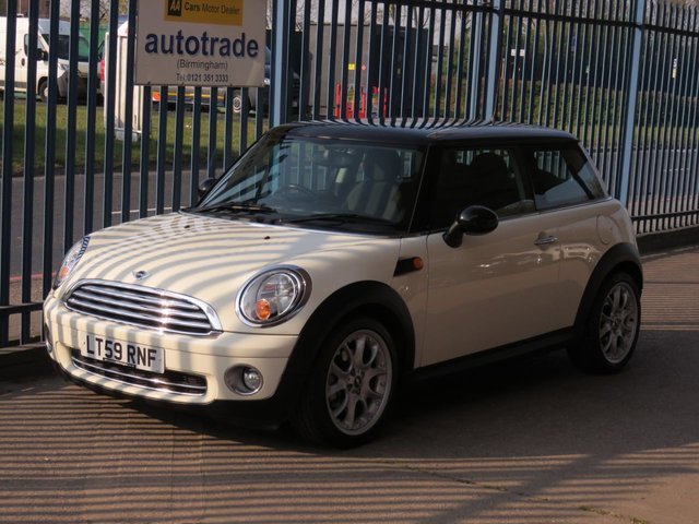 USED 2009 59 MINI HATCH COOPER 1.6 COOPER 3dr118 Air conditiong Alloys 17