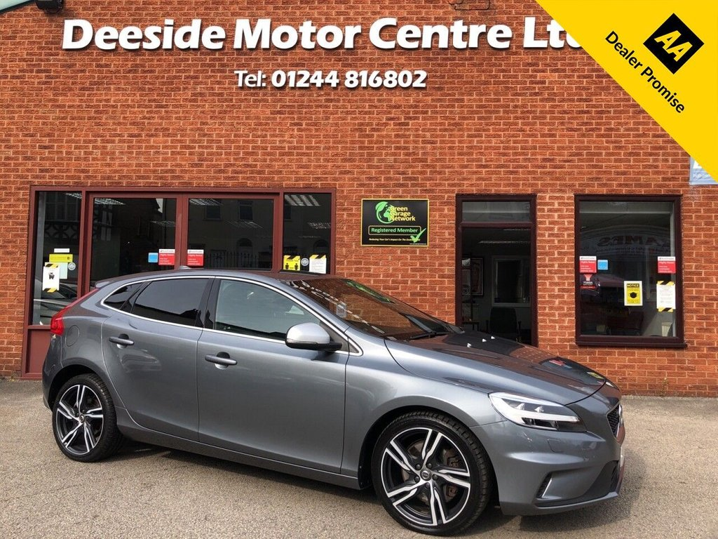 USED 2017 17 VOLVO V40 2.0 D2 R-DESIGN PRO 5d 118 BHP Volvo service history : Bluetooth : Sat Nav : Wi-Fi : DAB radio : R-Design contrasting leather upholstery + steering wheel : Heated front seats + screen : Air-conditioning/Climate control : Volvo City Safety system : Rear parking sensors : Rear parcel shelf