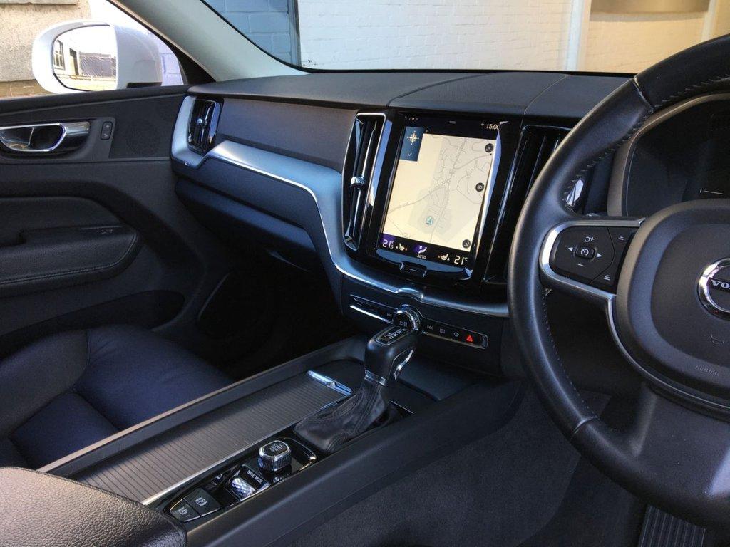 USED 2017 67 VOLVO XC60 2.0 D4 MOMENTUM AWD 5d 188 BHP