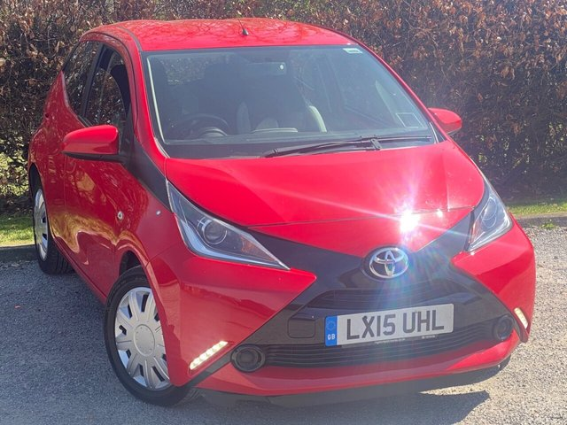 USED 2015 15 TOYOTA AYGO 1.0 VVT-I X-PLAY X-SHIFT 5d AUTOMATIC, SERVICE HISTORY, 12 MONTHS MOT, BLUETOOTH, ELECTRIC MIRRORS