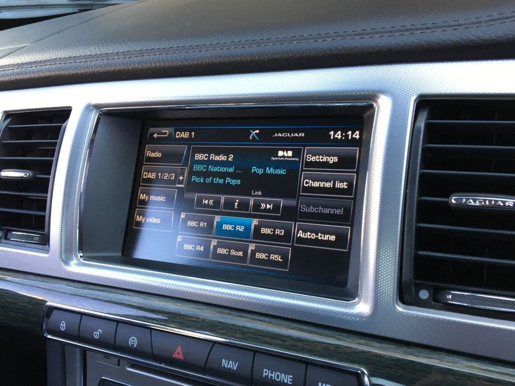 USED 2015 15 JAGUAR XF 2.2 D LUXURY 4d 163 BHP