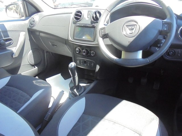 USED 2014 14 DACIA SANDERO STEPWAY 0.9 LAUREATE TCE 5d 90 BHP 12 MONTHS MOT... 6 MONTHS WARRANTY... 1 OWNER FROM NEW... 8000 MILES ONLY!!