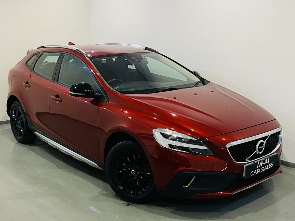 USED 2017 66 VOLVO V40 1.5 T3 CROSS COUNTRY 5d 150 BHP 1 Former Keeper / Bluetooth / Cruise Control / Parking Sensors / Isofix