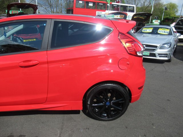 USED 2015 15 FORD FIESTA 1.0 ZETEC S RED EDITION 3d 139 BHP **JUST ARRIVED... RED EDITION**