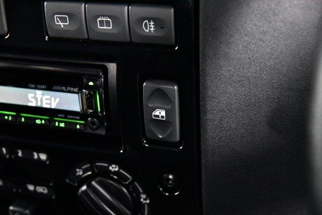 USED 2015 15 LAND ROVER DEFENDER 90 2.2 TD XS Station Wagon 3dr Premium Pk, Sunroof, Black Pk