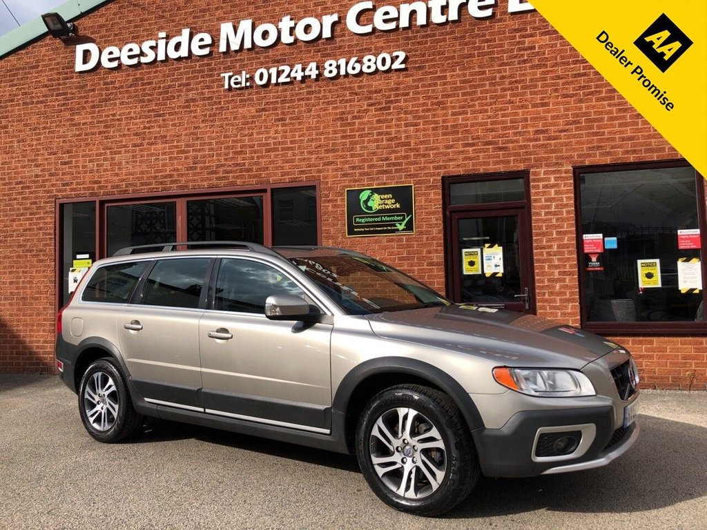 USED 2012 62 VOLVO XC70 2.4 D5 SE AWD 5d 212 BHP Full service history : Bluetooth : Leather upholstery : Isofix fittings : Air-conditioning : Cruise control : Cargo/Load cover : Volvo Hill Descent control system : Rear parking sensors : Remotely operated tailgate