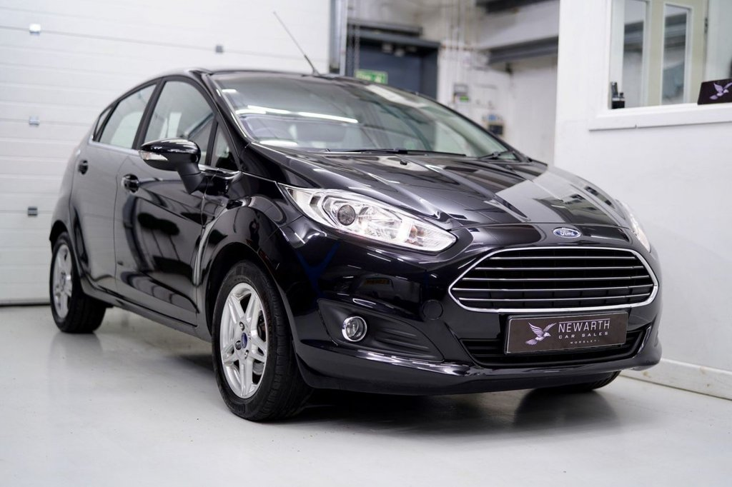 USED 2013 63 FORD FIESTA 1.6 Zetec Powershift 5dr Ultra Low Miles   Automatic