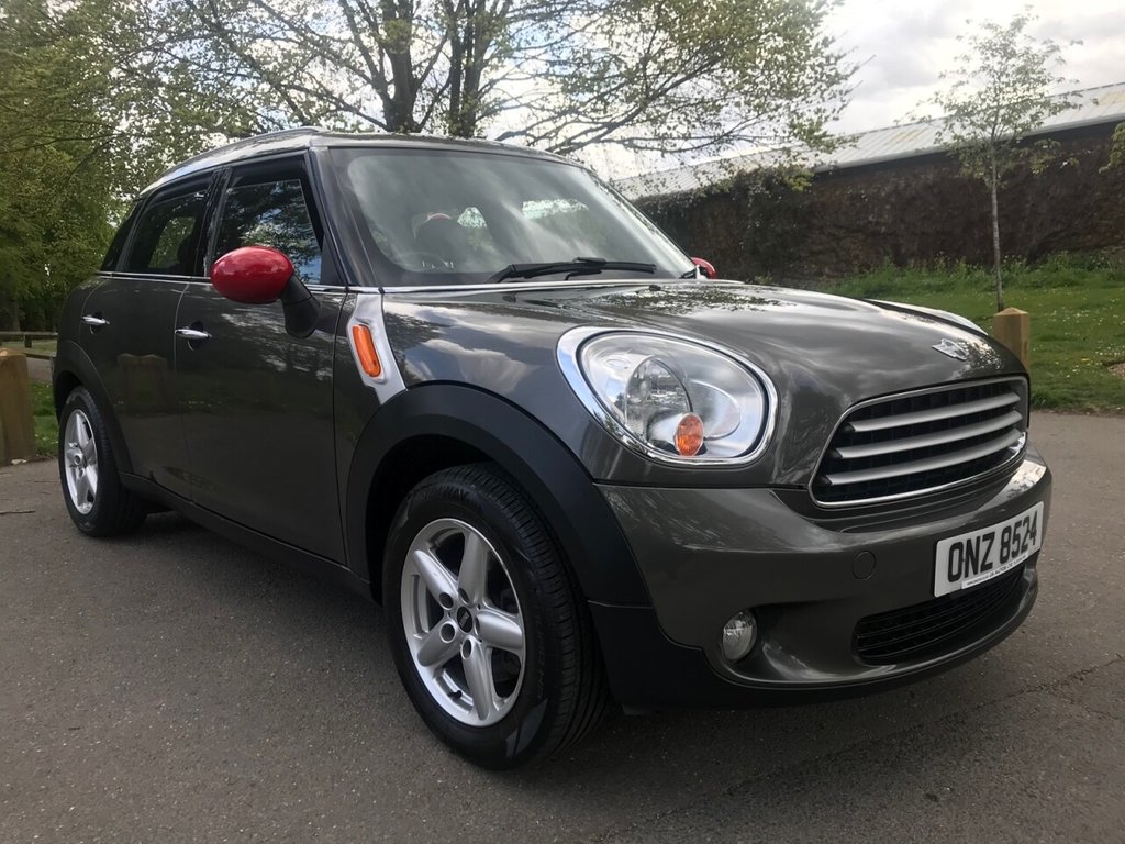 USED 2010 MINI COUNTRYMAN 1.6 COOPER 5d 122 BHP HUGE SPECIFICATION WITH OVER £5000 OF OPTIONAL EQUIPMENT !!