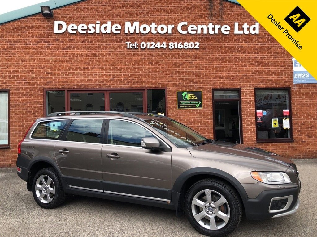 USED 2009 09 VOLVO XC70 2.4 D5 SE LUX AWD 5d 183 BHP Full service history : Leather upholstery : Electric/Memory driver's seat : Heated front seats : Isofix fittings : Air-conditioning/Climate control : Cruise control : Volvo Hill Descent control system : Hydraulic retractable dog guard : Rear parking sensors : Cargo/Load cover