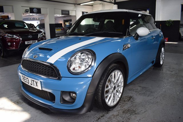 USED 2013 13 MINI HATCH COOPER 1.6 COOPER S 3d 184 BHP JOHN COOPER WORKS KIT STUNNING IN KITE BLUE WITH FULL JOHN COOPER WORKS BODYKIT - ONE PREVIOUS KEEPER - 8 STAMPS TO 82K MILES - LOUNGE LEATHER - 17 INCH ALLOYS - PRIVACY - 17 INCH ALLOYS
