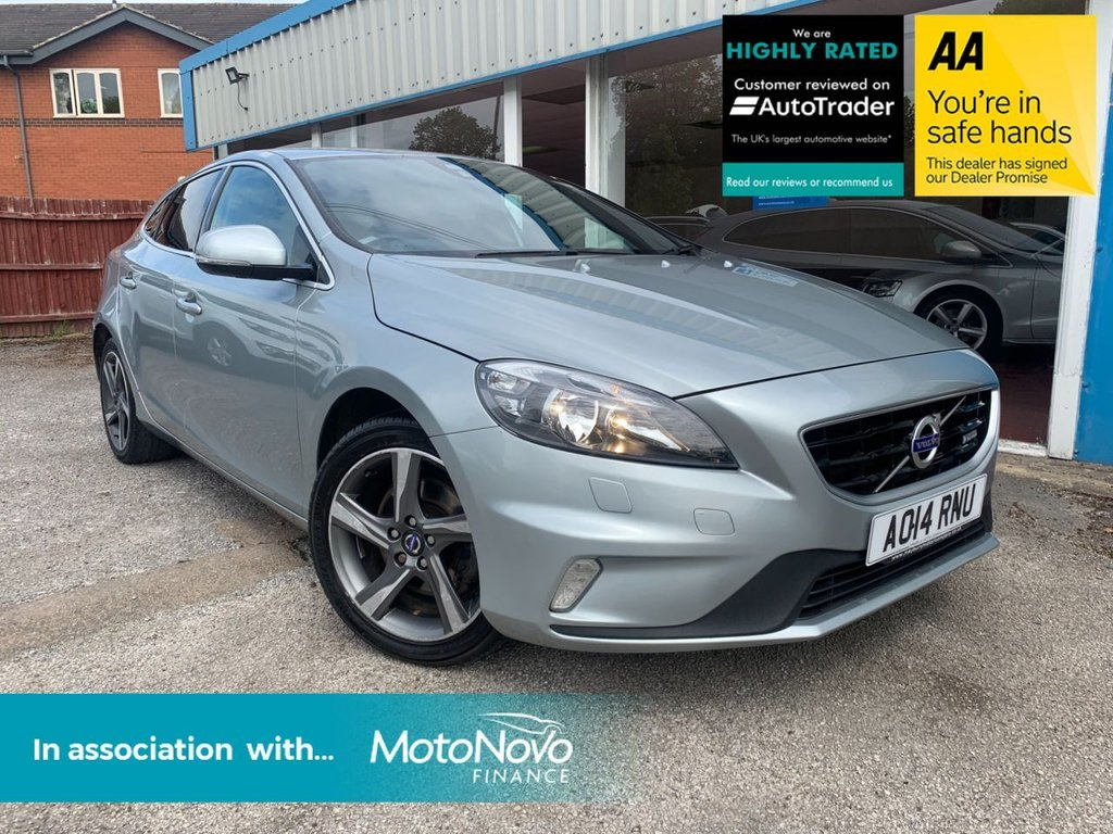 USED 2014 14 VOLVO V40 1.6 D2 R-DESIGN 5d 113 BHP HEATED SEATS, PRIVACY GLASS, DAB RADIO, £20 A YEAR TAX