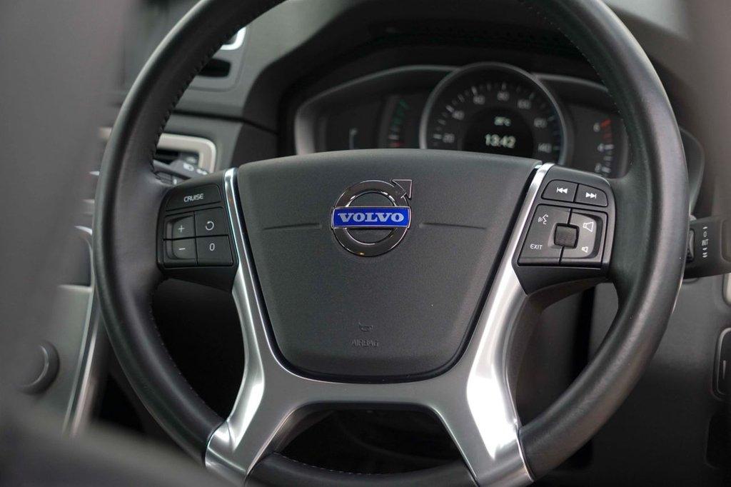 USED 2014 14 VOLVO XC70 2.0 D4 SE NAV 5d 178 BHP
